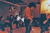 Un gruppo di foto finora mai uscite dagli archivi dell'LMT Fancléb: ancora Ex-Caserme Rosse, dicembre 1990: Lauro irrobustisce le tracce di chitarra con un faticoso overdub di tracce. #LMT #linoeimistoterital #records #vinyle #theeighties #80s #altrinani #italianrock #Bologna #guitarsolo