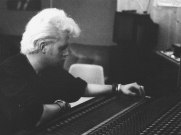 """David """"Qualcosadibiondo"""" Bisetti al mixer della sala di registrazione """"Sub Cave"""", all'interno delle Ex-Caserme Rosse, Bologna, dicembre 1990. David, storico tecnico del suono durante numerose trasferte live della band, é produttore esecutivo dell'album"""
