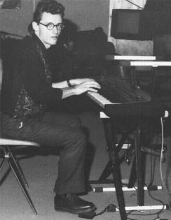 """Un album dei Mistoterital non é tale senza il tocco di Paul """"Serazzi"""" Serry dei Party Kidz (To). In questo secondo episodio ce ne vende, del suo talento, su """"Pierdime hesta noche"""", """"Mangio di tutto"""", """"Se son storie di 30 anni fa"""" e """"Tienti le tue trote""""."""