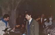 """Bob e Phil, con Ronnie seminascosto, imbracciano il perquanto. """"Quadroimphamia"""": Lino e I Mistoterital ragazzi amModo! Pieve di Cento (Bo), 23 marzo 1985."""