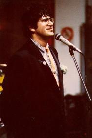 """Festa di presentazione per l'uscita di """"Bravi Ma Basta"""", deposito delle Locomotive FS, Bologna, 25/06/1988. Ted Nylon sta per pronunciarsi. #LMT #Linoeimistoterital #BraviMaBasta #records #vinyle #Eighties #80s' #FS #trains #railways#LMT #iBanaloidi #Linoeimistoterital #BraviMaBasta #records #vinyle #Eighties #80s' #FS #trains #railways"""