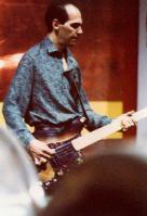 """Festa di presentazione per l'uscita di """"Bravi Ma Basta"""", deposito delle Locomotive FS, Bologna, 25/06/1988. Basta parlare, adesso suonare: Ronnie col fido basso """"Nino Bix"""" #LMT #BassGuitar #Linoeimistoterital #BraviMaBasta #records #vinyle #Eighties #80s' #FS #trains #railways"""