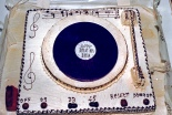 """Festa di presentazione per l'uscita di """"Bravi Ma Basta"""", deposito delle Locomotive FS, Bologna, 25/06/1988. Alcune amichissime della prima ora e della prima linea, hanno organizzato un ricco buffet in cui spicca la fantastica torta """"Bravi Ma Basta"""". Ancora oggi grazie, girlz! #LMT #iBanaloidi #Linoeimistoterital #BraviMaBasta #records #vinyle #Eighties #80s' #FS #trains #railways #cake"""