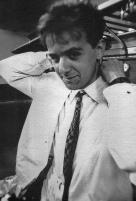 """Festa di presentazione per l'uscita di """"Bravi Ma Basta"""", deposito delle Locomotive FS, Bologna, 25/06/1988. Anka dietro le Kuinte. #LMT #Linoeimistoterital #BraviMaBasta #records #vinyle #Eighties #80s' #FS #trains #railways"""